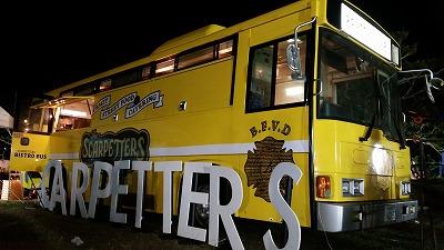 バス型のキッチンカー