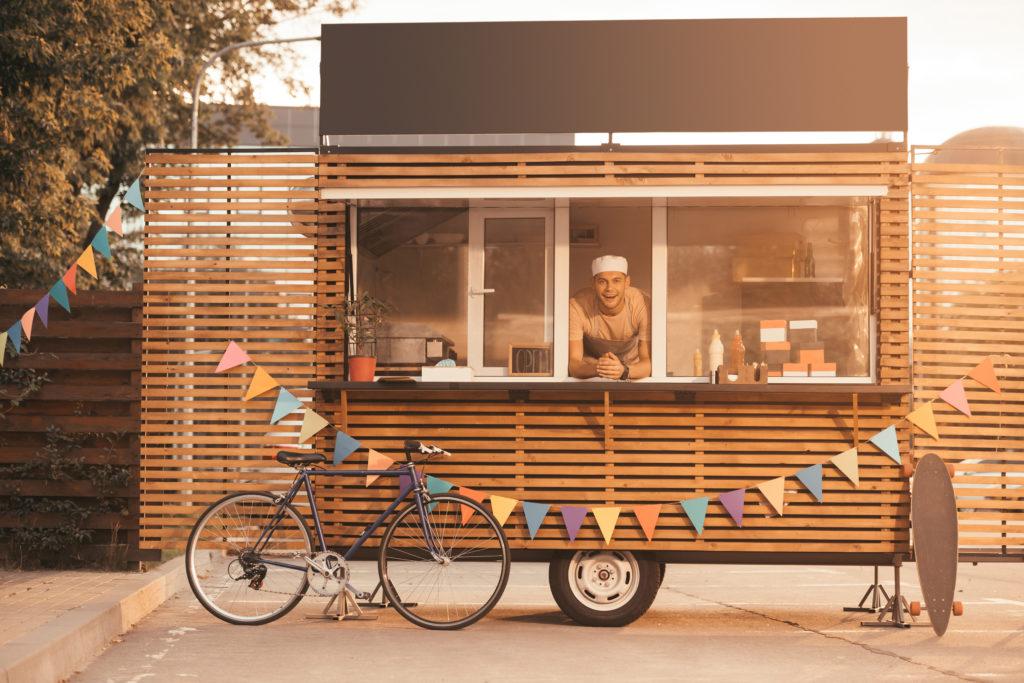 キッチンカー(移動販売)がスモールビジネスとして注目されるのはなぜか?