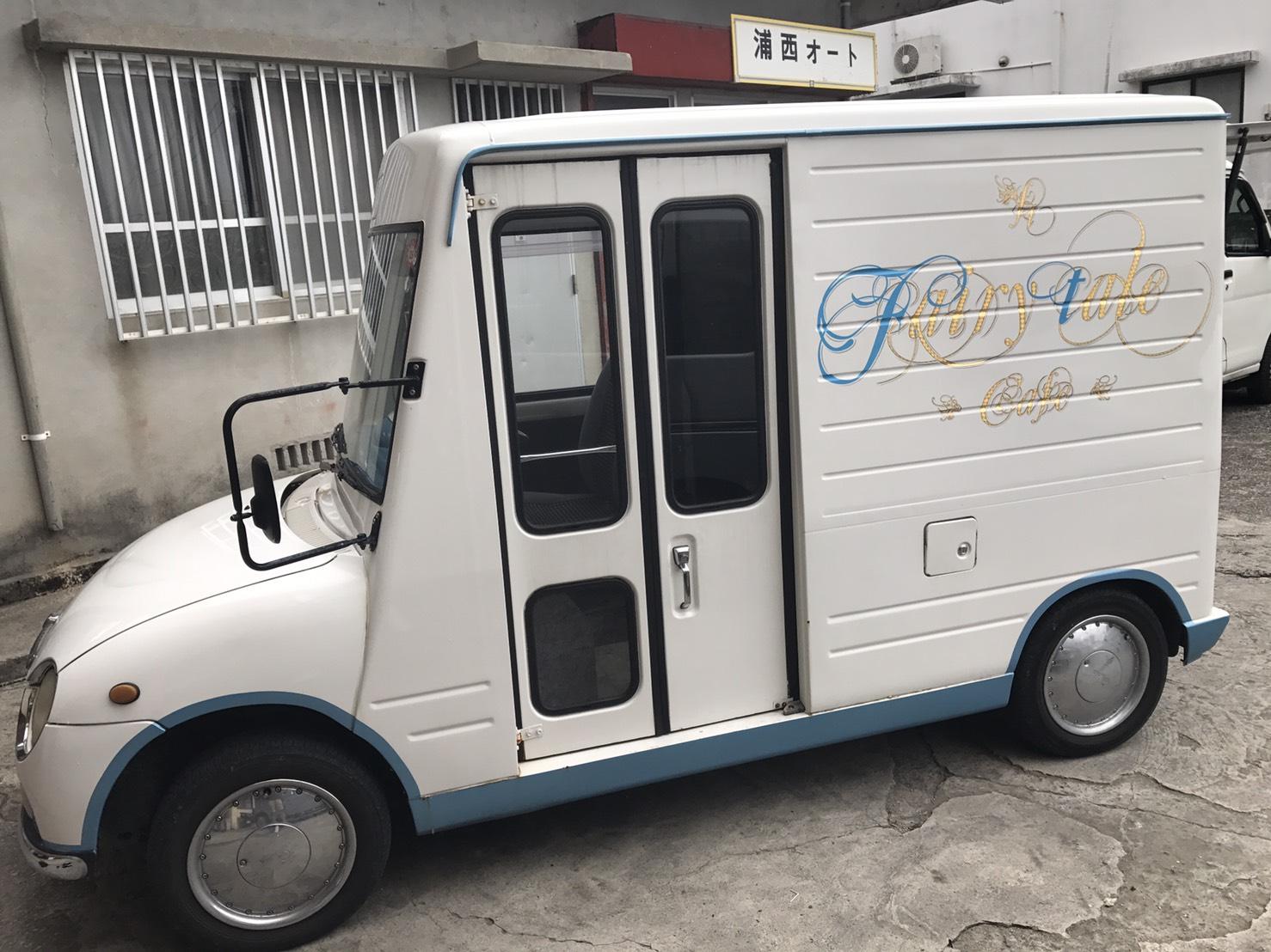 沖縄で売りに出ているウォークスルーバンの移動販売車