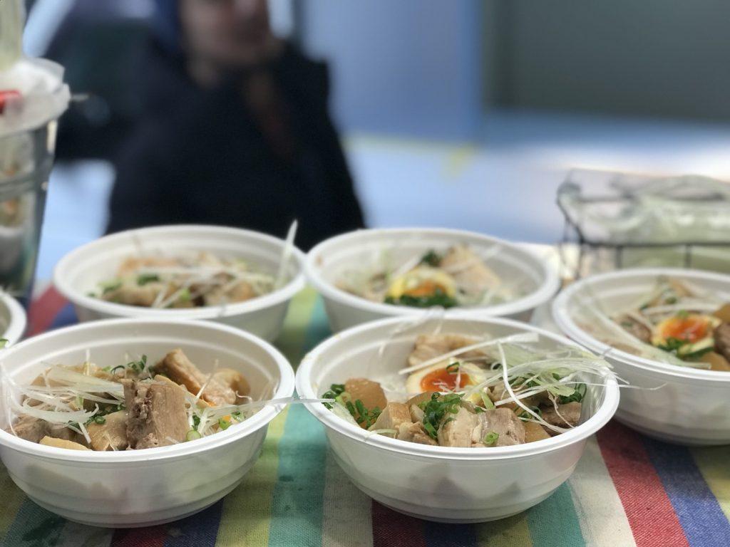 3月22日の試食メニューの角煮丼の写真