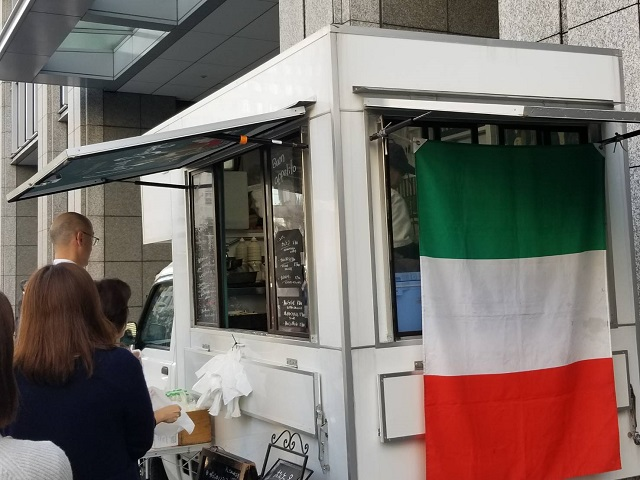 『Colpo della Strega(コルポ デラ ストレーガ)』さん移動販売車(キッチンカー)のご紹介写真5