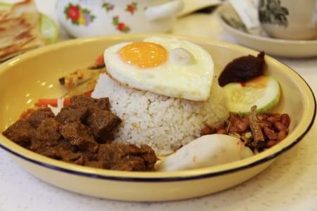 キッチンカーでアジアン料理の画像 その1